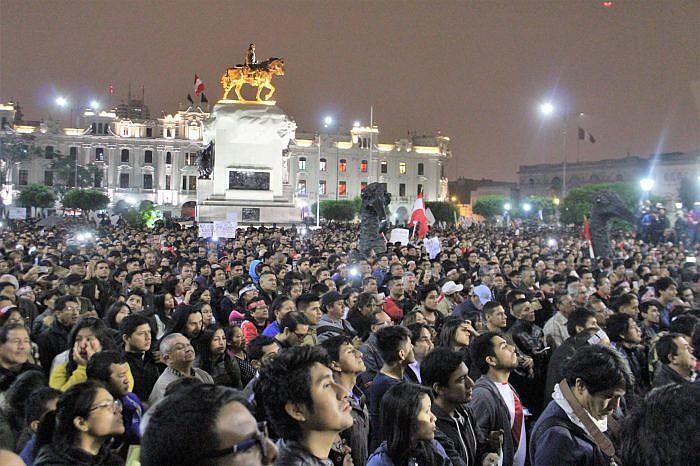 ¡Que se vayan todos! Marcha multitudinaria contra la corrupción en el Perú
