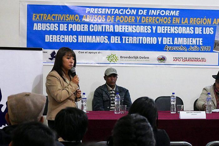 APRODEH presentó en Ayacucho informe sobre extractivismo, abusos de poder contra defensores y defensoras de derechos humanos, del territorio y el medio ambiente.